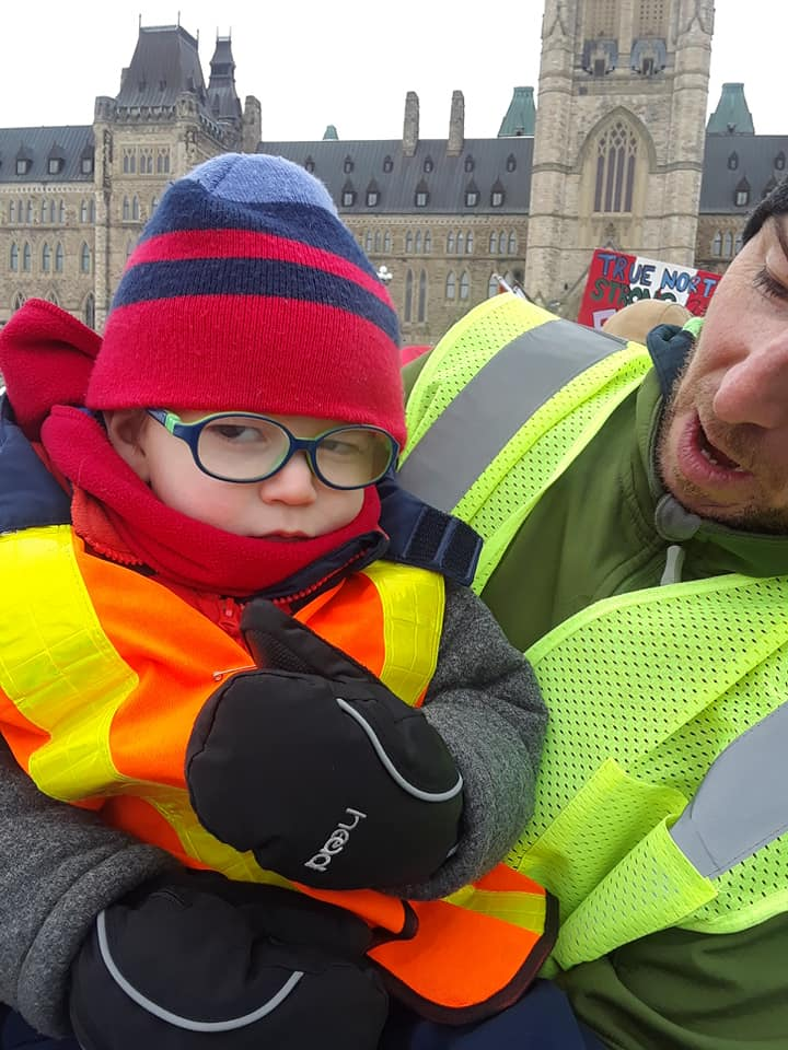 yellowvest kid parliment